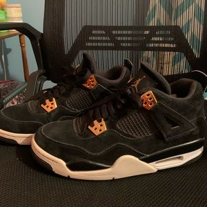 Jordan 4 Royalty Size 7 Boys- (8/8.5 Womens)